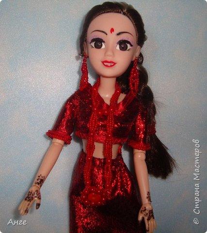 Сотворилась очередная моя индианка) На этот раз образ, близкий к свадебному, но не полностью. Изначально как невеста эта индианка не задумывалась, но в процессе создания оказалось, что это почти индийская невеста))) Сари красного цвета, менди на руках и ногах..... Вот только украшений маловато.... фото 4