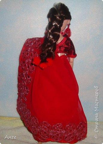 Сотворилась очередная моя индианка) На этот раз образ, близкий к свадебному, но не полностью. Изначально как невеста эта индианка не задумывалась, но в процессе создания оказалось, что это почти индийская невеста))) Сари красного цвета, менди на руках и ногах..... Вот только украшений маловато.... фото 7
