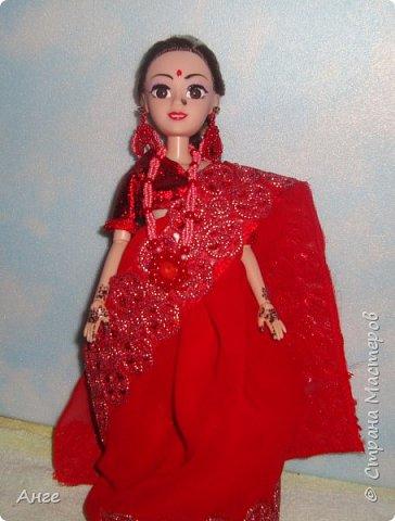 Сотворилась очередная моя индианка) На этот раз образ, близкий к свадебному, но не полностью. Изначально как невеста эта индианка не задумывалась, но в процессе создания оказалось, что это почти индийская невеста))) Сари красного цвета, менди на руках и ногах..... Вот только украшений маловато.... фото 8