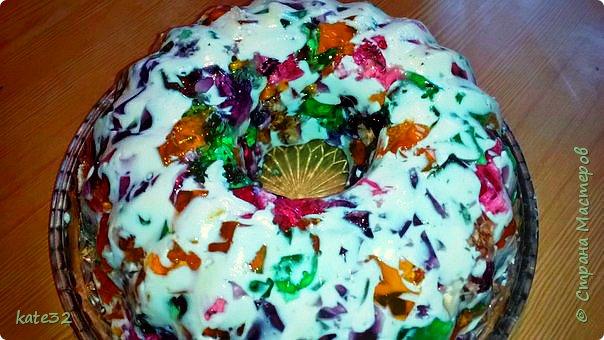 На выходных решила порадовать мужа-сладкоежку желейным тортиком) Готовиться он не очень быстро, но результат того стоит! Торт очень вкусный и красивый))) фото 1