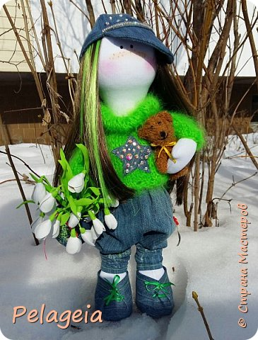 Здравствуй С.М вот такая кукла ростом 42см появилась на праздник 8 марта для маленькой прилесницы (девочке 9 лет), к сожалению дети сейчас не ценят наших подарков поэтому просуществовала она всего пару часов ( и к сожалению осталось только 1 фото .Им и спешу с вами поделиться. фото 1