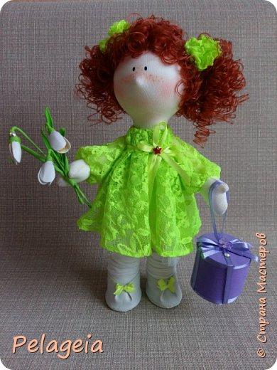 Здравствуй С.М вот такая кукла ростом 42см появилась на праздник 8 марта для маленькой прилесницы (девочке 9 лет), к сожалению дети сейчас не ценят наших подарков поэтому просуществовала она всего пару часов ( и к сожалению осталось только 1 фото .Им и спешу с вами поделиться. фото 2