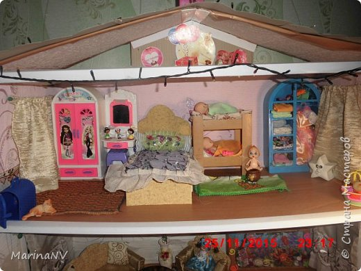 Кукольный домик для Барби (подарок на Новый год внучке) . Размер 120см на 80см. Кроила из картона и для жесткости на наружные стены клеила потолочную плитку.  фото 2