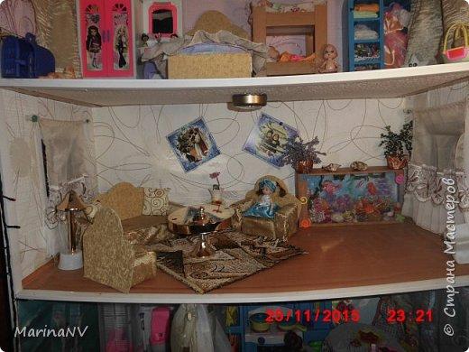 Кукольный домик для Барби (подарок на Новый год внучке) . Размер 120см на 80см. Кроила из картона и для жесткости на наружные стены клеила потолочную плитку.  фото 3