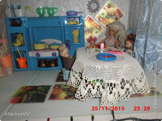 Кукольный домик для Барби (подарок на Новый год внучке) . Размер 120см на 80см. Кроила из картона и для жесткости на наружные стены клеила потолочную плитку.  фото 5