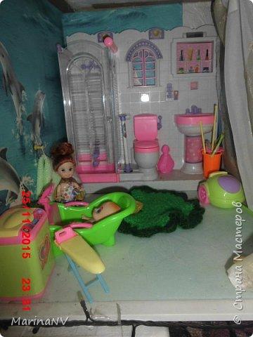 Кукольный домик для Барби (подарок на Новый год внучке) . Размер 120см на 80см. Кроила из картона и для жесткости на наружные стены клеила потолочную плитку.  фото 6