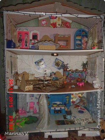 Кукольный домик для Барби (подарок на Новый год внучке) . Размер 120см на 80см. Кроила из картона и для жесткости на наружные стены клеила потолочную плитку.  фото 1