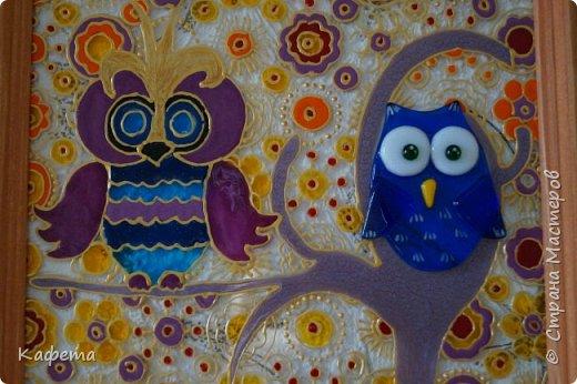 Совушка сова - большая голова! Да  к тому же не одна. Как всегда краски витражные,  Сова с золотым гребнем прорисована, а ее соседка стеклянная. фото 2