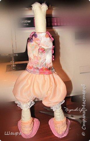 Первая кукла из ткани. Без шапочки 38 см. Стоит  при поддержке. Слишком тонкую проволоку взяла. Ручки, ножки двигаются и гнутся. Фиксировала почти все этапы работы. Получился  мастер-класс по пошиву первой куклы. фото 13
