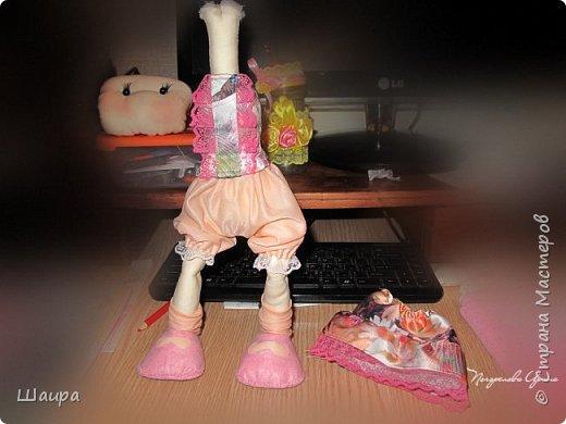 Первая кукла из ткани. Без шапочки 38 см. Стоит  при поддержке. Слишком тонкую проволоку взяла. Ручки, ножки двигаются и гнутся. Фиксировала почти все этапы работы. Получился  мастер-класс по пошиву первой куклы. фото 14