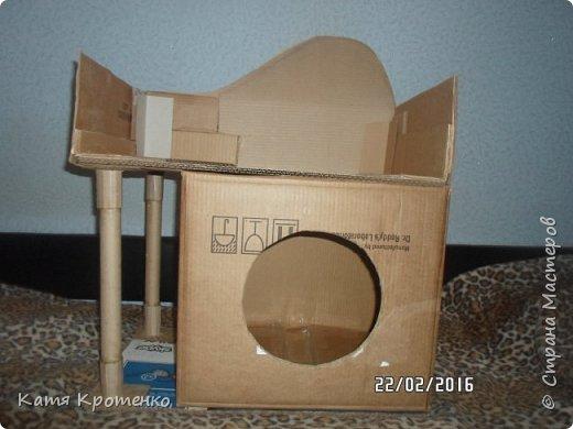 Приветствую всех жителей СМ. Наш любимец - Крысилий очень любит всякие коробки, пуфики и диваны, вот решила сотворить ему свой собственный. это мой первый кошачий дом. размер: Длина - 53см, высота - 55 см, ширина - 32 см. фото 4