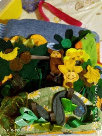 """Здравствуйте, сшила ещё две книжки из ткани и фетра, для своих детей, книжки задумывались как одна, но из за толщины вышло две, персонажи у них общие, играть ими лучше одновременно.Сказки, которые можно разыграть в этих книгах: """"Курочка Ряба"""", """"Колобок"""", """"Теремок"""", """"Три медведя"""", """"Маша и медведь"""", """"Гуси-лебеди"""", """"Заяц и лиса"""", """"Петушок - золотой гребешок"""", """"Золотая рыбка"""", """"Грибок"""", """"Репка"""", """"Волк и семеро козлят"""", """"Сорока-ворона"""", """"Два веселых гуся"""", """"Три поросенка"""", """"Красня шапочка"""". фото 26"""