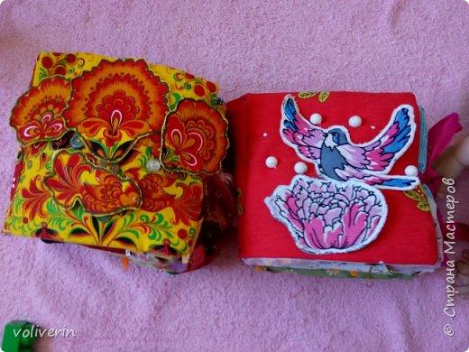 """Здравствуйте, сшила ещё две книжки из ткани и фетра, для своих детей, книжки задумывались как одна, но из за толщины вышло две, персонажи у них общие, играть ими лучше одновременно.Сказки, которые можно разыграть в этих книгах: """"Курочка Ряба"""", """"Колобок"""", """"Теремок"""", """"Три медведя"""", """"Маша и медведь"""", """"Гуси-лебеди"""", """"Заяц и лиса"""", """"Петушок - золотой гребешок"""", """"Золотая рыбка"""", """"Грибок"""", """"Репка"""", """"Волк и семеро козлят"""", """"Сорока-ворона"""", """"Два веселых гуся"""", """"Три поросенка"""", """"Красня шапочка"""". фото 1"""
