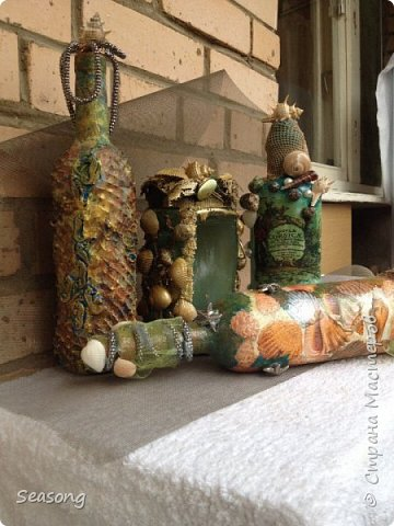 Морская стихия любима мной с детства. В комплекте 4 бутылочки, плюс баночка (матроскин) и светильник (лампадка) - огни будут добавлены чуть позже. Вот они 4 красавицы - главные, трудоемкие. фото 1