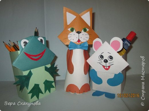 Хочу показать вам вот такие забавные карандашницы, которые поднимают настроение, служат хорошим подарком и замечательно смотрятся на любом рабочем столе.  Основу-коробку из под кефира обклеиваем цветной бумагой, соответствующей выбранному персонажу. фото 5