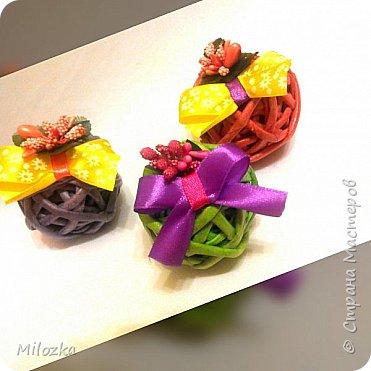 Шкатулка с цветком из акварельной бумаги, бирочка- декупаж салфеткой, шарики из бумажной лозы фото 11