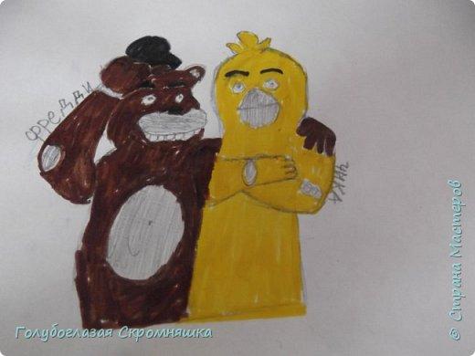 Всем хай! сегодня я сдаю работу на конкурс Карины А я нарисовала Фредди и Чику некоторые места я закрасила простым карандашом  фото 1