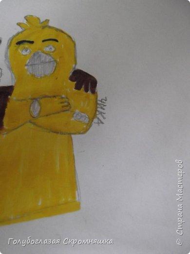 Всем хай! сегодня я сдаю работу на конкурс Карины А я нарисовала Фредди и Чику некоторые места я закрасила простым карандашом  фото 3