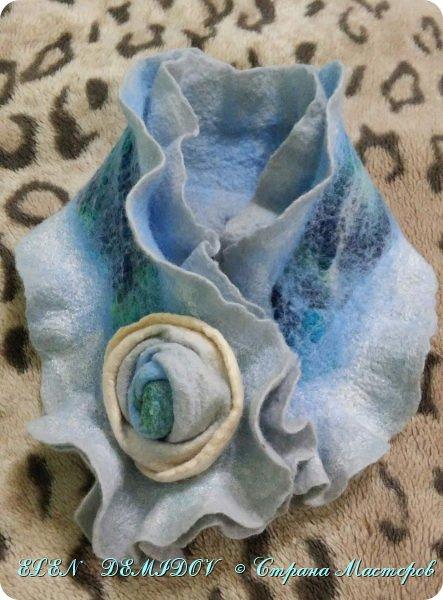 Горжетка и цветок выполнены способом мокрого валяния фото 1