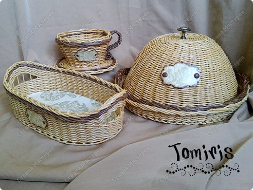 К хлебнице добавились чашка-конфетница и печенюшница. фото 1