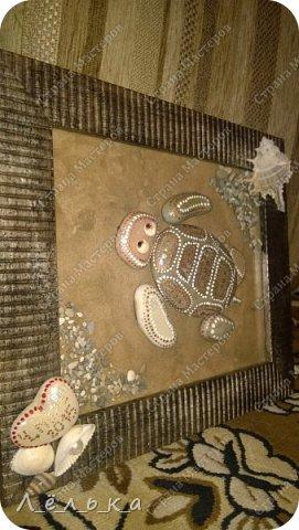 Всем доброго времени суток! Спасибо тем людям, которые делятся своими идеями, превращая обычные морские камни в картины. С отдыха на море всегда привозим морскую гальку, но она лежит и ждет своего часа. Хочу поблагодарить Ихтиандру за ее черепашку!!! http://stranamasterov.ru/node/380482?c=favorite зацепило, вдохновило!!! И вот что получилось... фото 1