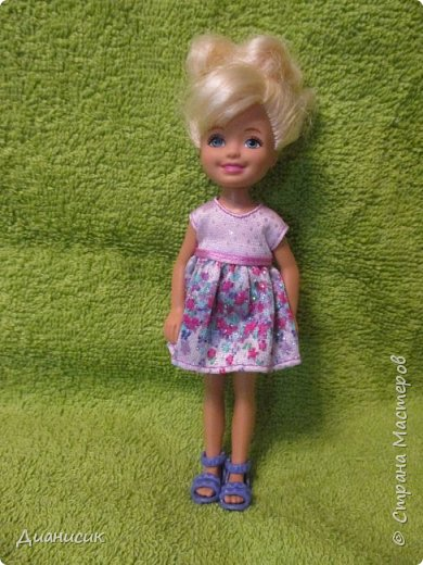 Привет всем! Вчера мы купили новую куклу. Это Челси от Маттел. Челл сразу заявила, что теперь она её приемная дочь, потому что она первая её увидела. фото 2
