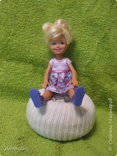 Привет всем! Вчера мы купили новую куклу. Это Челси от Маттел. Челл сразу заявила, что теперь она её приемная дочь, потому что она первая её увидела. фото 3