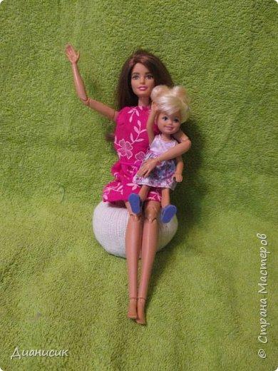 Привет всем! Вчера мы купили новую куклу. Это Челси от Маттел. Челл сразу заявила, что теперь она её приемная дочь, потому что она первая её увидела. фото 9