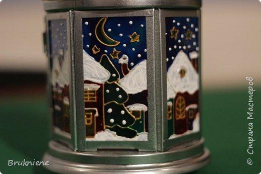 Рисовала в подарок к Новому году. Я тогда ничего еще не знала о точечной росписи, поэтому сам фонарик совершенно не украшенный, только стеклышки. фото 2