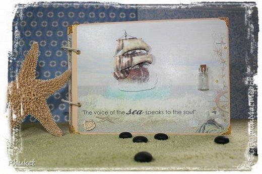 Альбом ручной работы на кольцах для любимых клиентов. Корабль выполнен в технике  3D. Стеклянная бутылочка в которую можно насыпать привезенный с курорта песочек.   фото 1