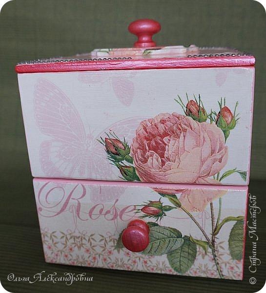Здравствуйте дорогие друзья и гости моего блога! Сегодня вашему вниманию представляю такой розовый романтический комплект. Это комодик и шкатулочка для девчачьих мелочей. фото 2