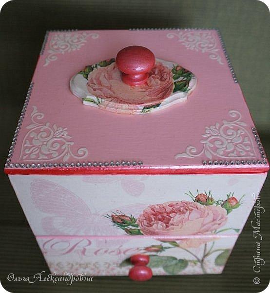 Здравствуйте дорогие друзья и гости моего блога! Сегодня вашему вниманию представляю такой розовый романтический комплект. Это комодик и шкатулочка для девчачьих мелочей. фото 3