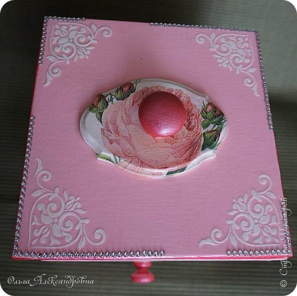 Здравствуйте дорогие друзья и гости моего блога! Сегодня вашему вниманию представляю такой розовый романтический комплект. Это комодик и шкатулочка для девчачьих мелочей. фото 4