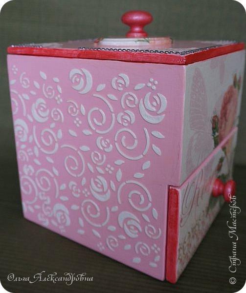 Здравствуйте дорогие друзья и гости моего блога! Сегодня вашему вниманию представляю такой розовый романтический комплект. Это комодик и шкатулочка для девчачьих мелочей. фото 6
