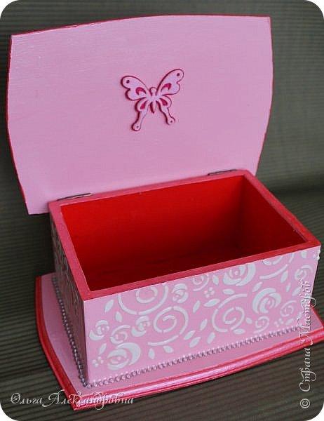 Здравствуйте дорогие друзья и гости моего блога! Сегодня вашему вниманию представляю такой розовый романтический комплект. Это комодик и шкатулочка для девчачьих мелочей. фото 9