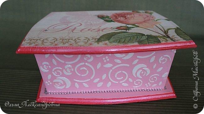 Здравствуйте дорогие друзья и гости моего блога! Сегодня вашему вниманию представляю такой розовый романтический комплект. Это комодик и шкатулочка для девчачьих мелочей. фото 10
