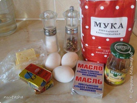 Готовим пирог с луком и сыром. Звучит, может, не очень интересно, я сама небольшая любительница лука, но пирог получается очень вкусный, из серии- не оторваться! Продукты для приготовления простые и доступные.   фото 2