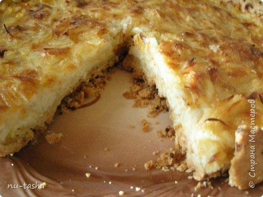 Готовим пирог с луком и сыром. Звучит, может, не очень интересно, я сама небольшая любительница лука, но пирог получается очень вкусный, из серии- не оторваться! Продукты для приготовления простые и доступные.   фото 15