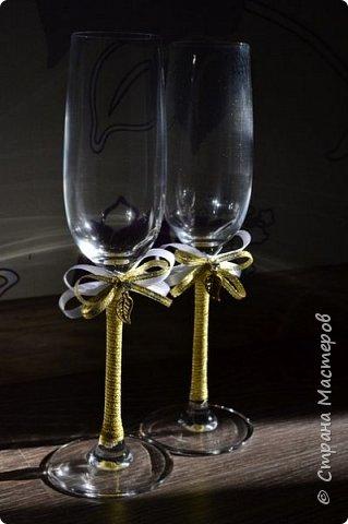А эти свадебные бокалы готовились для свадьбы моего любимого брата))) Невеста очень хотела что-то крайне лаконичное и изящное. По-моему критериям соответствует, что скажете? ;)) фото 3