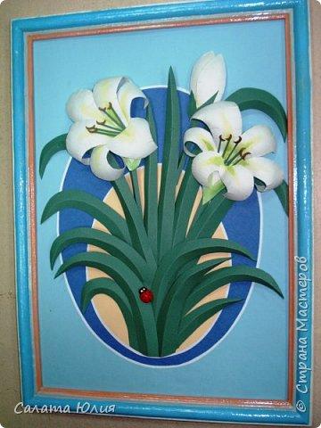 """Панно """"Краски осени"""". Это скорее комбинированная работа с разными техниками. Крынка, баклажаны, листья, перец и поверхность стола - многослойная аппликация. Тыква, морковь, физалис - бумагопластика. Кукуруза, колосья, сердцевина подсолнуха - квилинг. Работа выполнена ученицами 7-го класса Ломакиной Викторией и Федоровой Алиной. Стала победителем областной выставки. фото 3"""