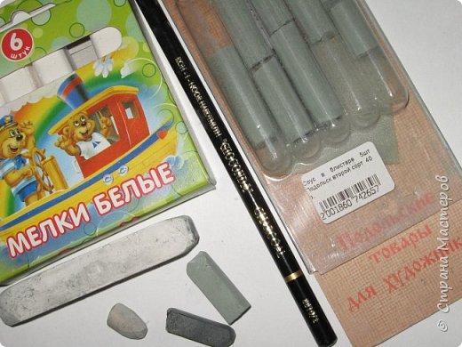 """Мы с детьми попробовали рисовать в новой для них технике и непривычными материалами. Первоначально, когда сказала, что будем рисовать соусом, последовал вопрос: """"каким томатным или майонезным?"""", привыкли видимо к моим экспериментам. Скажу сразу, многим ученикам не понравилось, им не хватало яркости и цвета, кто-то считал, что это как старые фотографии, родители наоборот были в восторге. А теперь уже после нескольких выполненных работ им нравится, """"раскушали"""". Утомлять вас лекцией о технике работы с соусом, углем и мелом, я не буду, в интернете много информации и работ, детям надо предварительно показать работы в этой технике для примера. фото 2"""