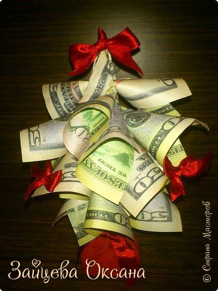 Приветствую Вас, дорогие соседи. Благодаря многим вдохновителям нашей Страны, в моей творческой мастерской появились такие вот деревья. А из-за политической ситуации в мире и слоган к ним нашелся. Так что, Наш ответ на санкции или Вот что мы делаем с их купюрами. Деньги, конечно, игрушечные)) фото 3