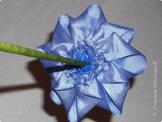 Добрый день, Страна. Выкладываю на ваш суд МК такой розы. Сама я такую розу первый раз увидела у Олеси Иноземцевой в Одноклассниках ( только у неё была просто заколка, не на ножке). фото 21