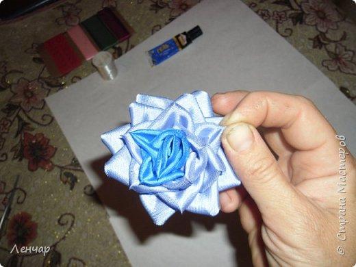 Добрый день, Страна. Выкладываю на ваш суд МК такой розы. Сама я такую розу первый раз увидела у Олеси Иноземцевой в Одноклассниках ( только у неё была просто заколка, не на ножке). фото 23