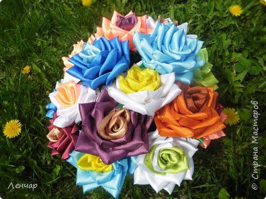 Добрый день, Страна. Выкладываю на ваш суд МК такой розы. Сама я такую розу первый раз увидела у Олеси Иноземцевой в Одноклассниках ( только у неё была просто заколка, не на ножке). фото 1