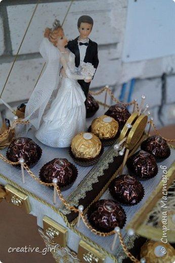 Представляю вашему вниманию свадебный корабль из конфет. Получился метровым в длину (как просил заказчик) и 80 см в высоту.  фото 4