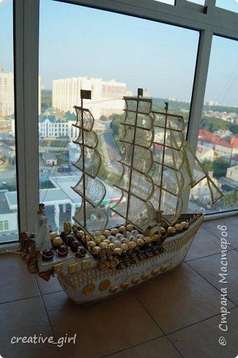 Представляю вашему вниманию свадебный корабль из конфет. Получился метровым в длину (как просил заказчик) и 80 см в высоту.  фото 11