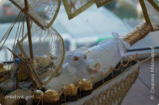 Представляю вашему вниманию свадебный корабль из конфет. Получился метровым в длину (как просил заказчик) и 80 см в высоту.  фото 7