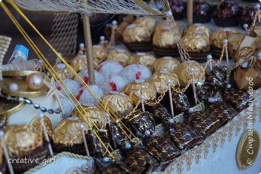 Представляю вашему вниманию свадебный корабль из конфет. Получился метровым в длину (как просил заказчик) и 80 см в высоту.  фото 6
