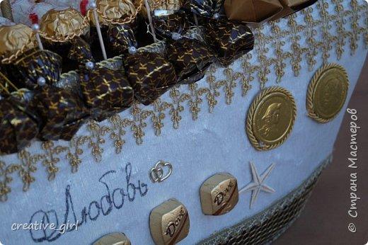 Представляю вашему вниманию свадебный корабль из конфет. Получился метровым в длину (как просил заказчик) и 80 см в высоту.  фото 8